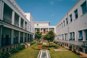 Alasan Area Parkir Sekolah Menengah Wajib Dipasang CCTV Wireless