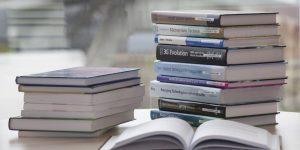 Tips Menyimpan buku di container box